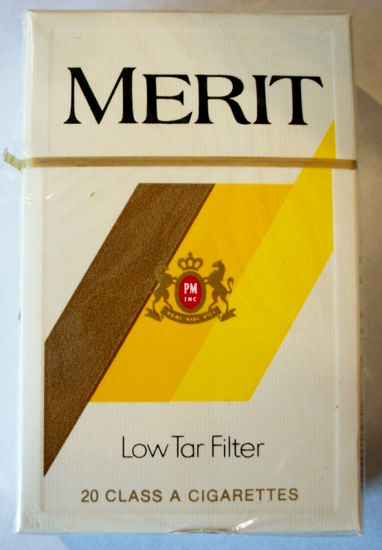 Merit Low Tar Filter, King Size Box - vintage American Cigarette Pack