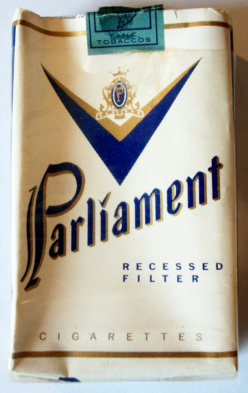 Parliament Recessed Filter, King Size - vintage American Cigarette Pack